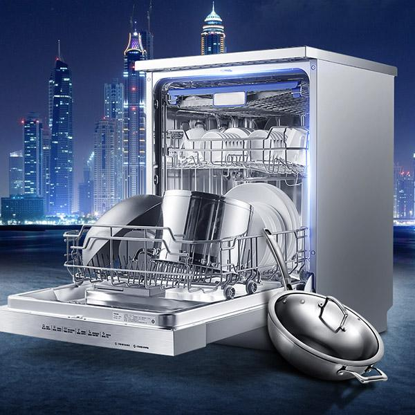 Công nghệ hiện đại giúp máy rửa bát tẩy sạch mọi vết bẩn và diệt khuẩn hiệu quả cho bát đĩa