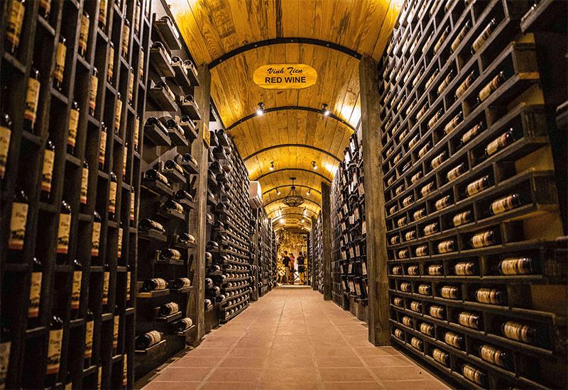 Bảo quản rượu vang trong hầm chứa
