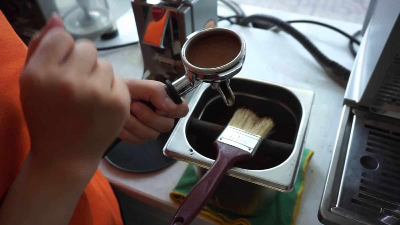 ve-sinh-may-pha-cafe-2